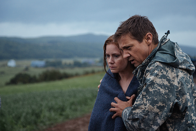 arrival-2016-movie-adams-renner-1